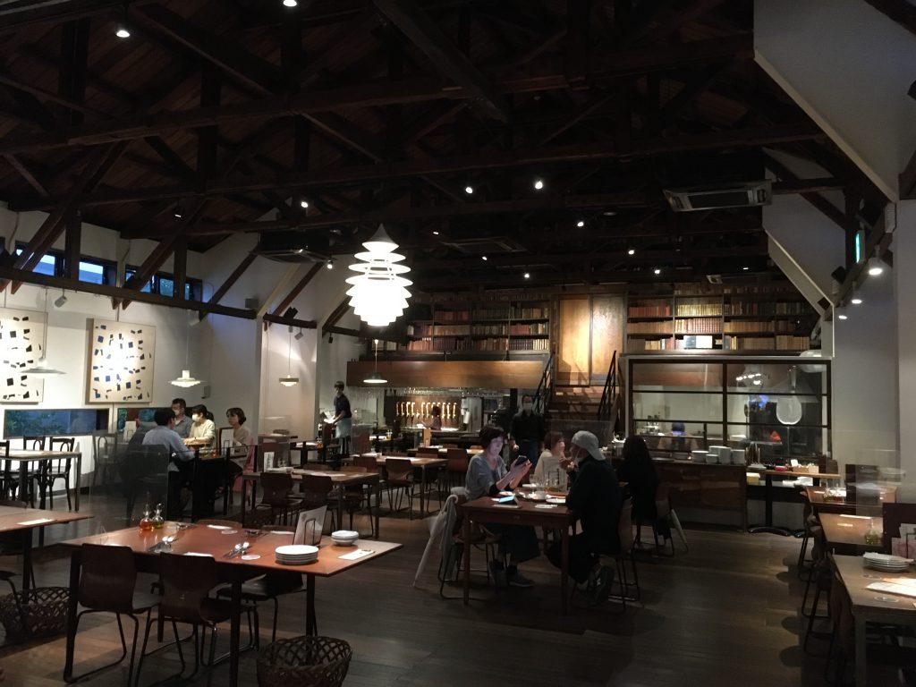 元小麦粉工場リノベーションのレストラン